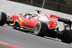 Kimi Raikkonen, Ferrari SF16-H met halo cockpit