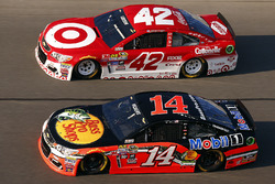 Brian Vickers, Stewart-Haas Racing Chevrolet, Kyle Larson, Chip Ganassi Racing Chevrolet