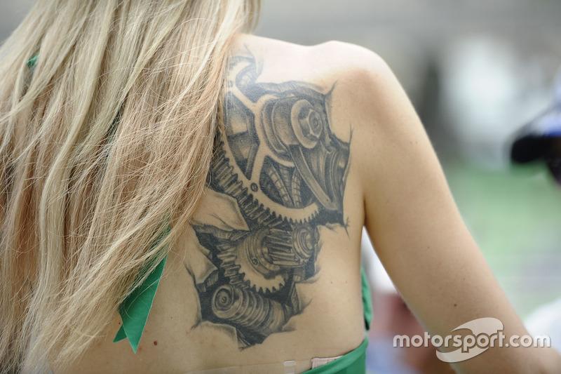 Girl mit Tattoo