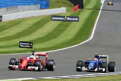 Sebastian Vettel, Ferrari SF16-H y Felipe Nasr Sauber C35