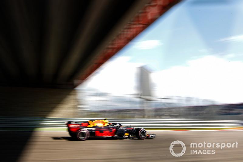 19: Max Verstappen, Red Bull Racing RB14, sin tiempo en Q2