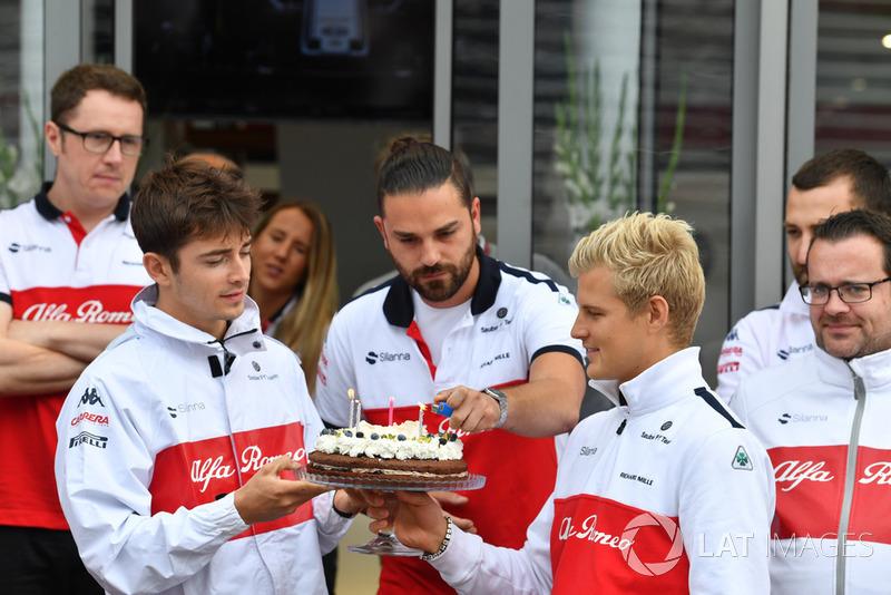 Sauber birthday celebrations for Marcus Ericsson, Sauber with Charles Leclerc, Sauber