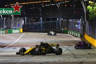 Nico Hulkenberg, Renault Sport F1 Team R.S. 18, Pierre Gasly, Scuderia Toro Rosso STR13