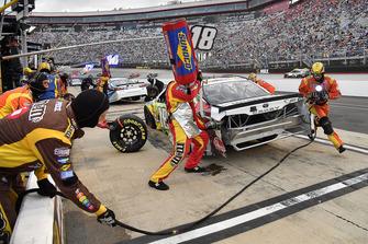 Kyle Busch, Joe Gibbs Racing, Toyota Camry M&M's White Chocolate crew