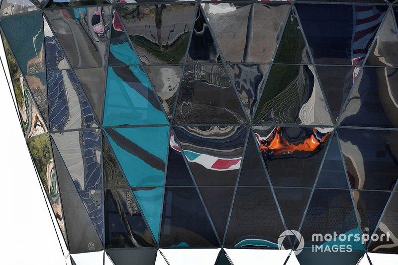 El reflejo de Carlos Sainz Jr., McLaren MCL33