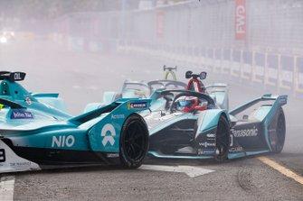 Mitch Evans, Panasonic Jaguar Racing, Jaguar I-Type 3, derrière Tom Dillmann, NIO Formula E Team, NIO Sport 004, at the start