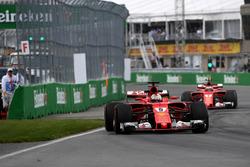 Sebastian Vettel, Ferrari SF70H; Kimi Raikkonen, Ferrari SF70H