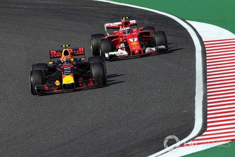 Max Verstappen, Red Bull Racing RB13 y Kimi Raikkonen, Ferrari SF70H