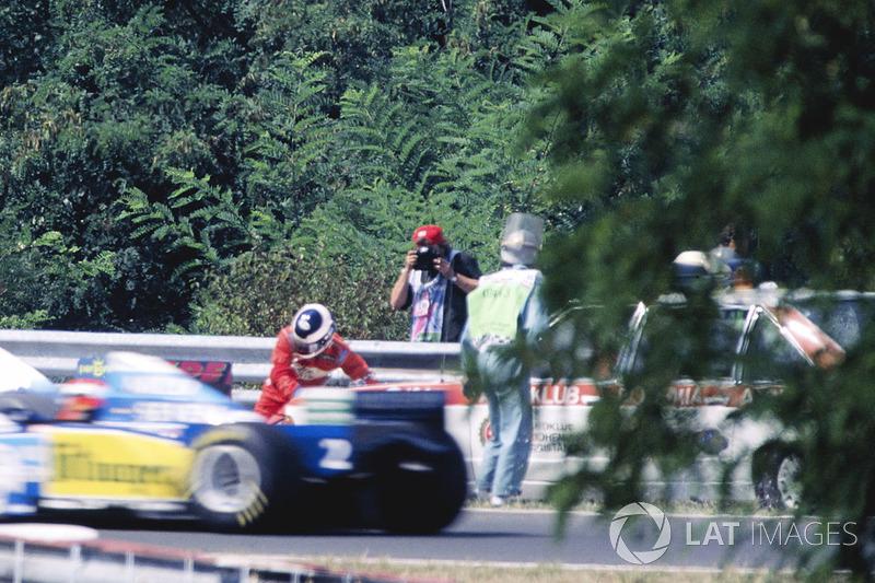 No GP da Hungria de 1995, Taki Inoue foi atropelado por um carro dos comissários de pista quando tentava apagar um princípio de incêndio em seu Footwork.