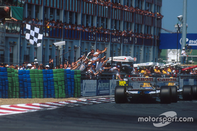 Alain Prost, Williams FW15C Renault takes the win ahead of Damon Hill, Williams FW15C Renault
