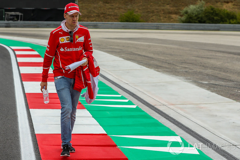 Sebastian Vettel, Ferrari camina en la pista