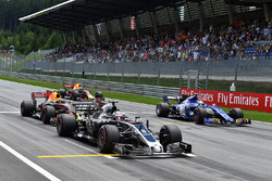 Romain Grosjean, Haas F1 Team VF-17 practice start