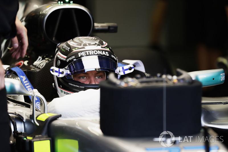 Valtteri Bottas, Mercedes AMG F1 W08, in der Box