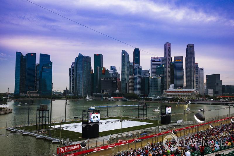 Se a noite cai em Cingapura, é sinal que as ações na pista estão só começando.