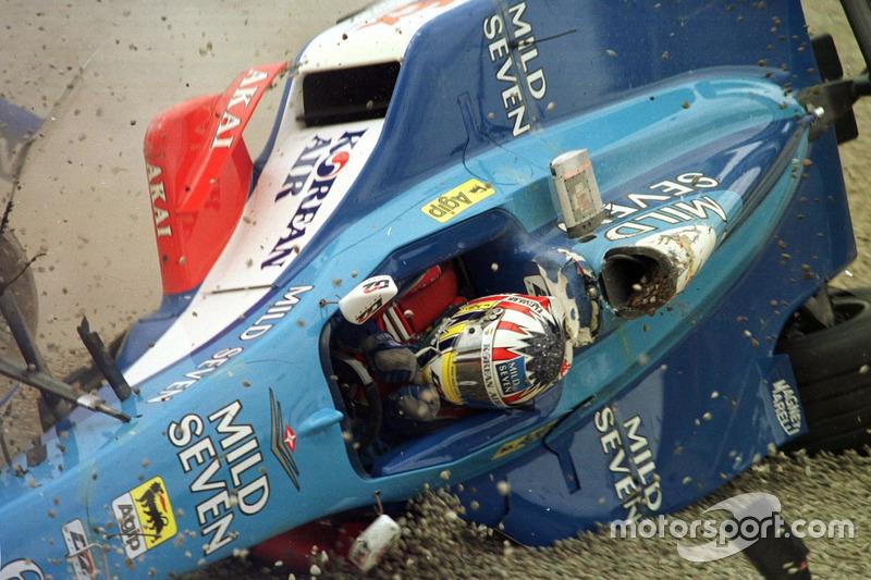 Crash: Alexander Wurz, Benetton