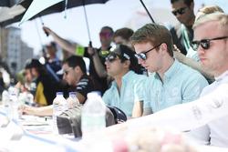 Oliver Turvey, NEXTEV TCR Formula E Team, firma de autógrafos
