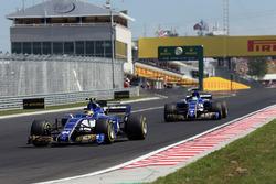 Pascal Wehrlein, Sauber C36 ve Marcus Ericsson, Sauber C36