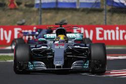 Lewis Hamilton, Mercedes AMG F1 W08, Carlos Sainz Jr., Scuderia Toro Rosso STR12