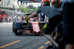 Boxenstopp-Training: Stoffel Vandoorne, McLaren MCL32