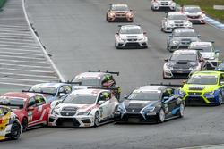 Ronny Jost, TOPCAR Sport, SEAT Leon TCR; Simon Larsson, Target Competition, SEAT Leon TCR