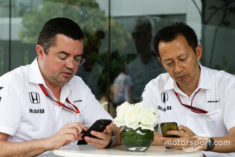 (L n. R): Eric Boullier, McLaren Renndirektor mit Yusuke Hasegawa, Chef Honda F1 Programm