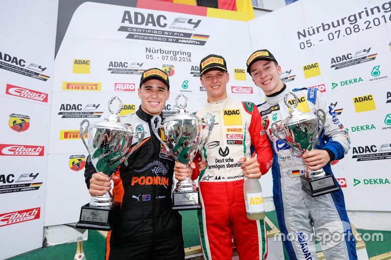 Podio: il vincitore Mick Schumacher, Prema Powerteam; 2. Joseph Mawson, Van Amersfoort Racing; 3. M