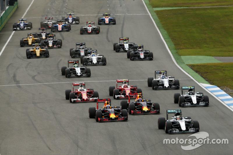 Lewis Hamilton, Mercedes AMG F1 W07 Hybrid lidera al inicio