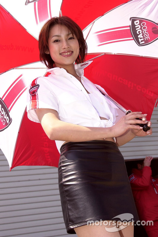 Une charmante hôtesse Ducati Corse