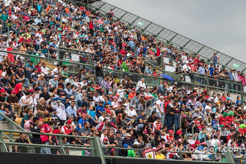 Spettatori nella sezione stadio