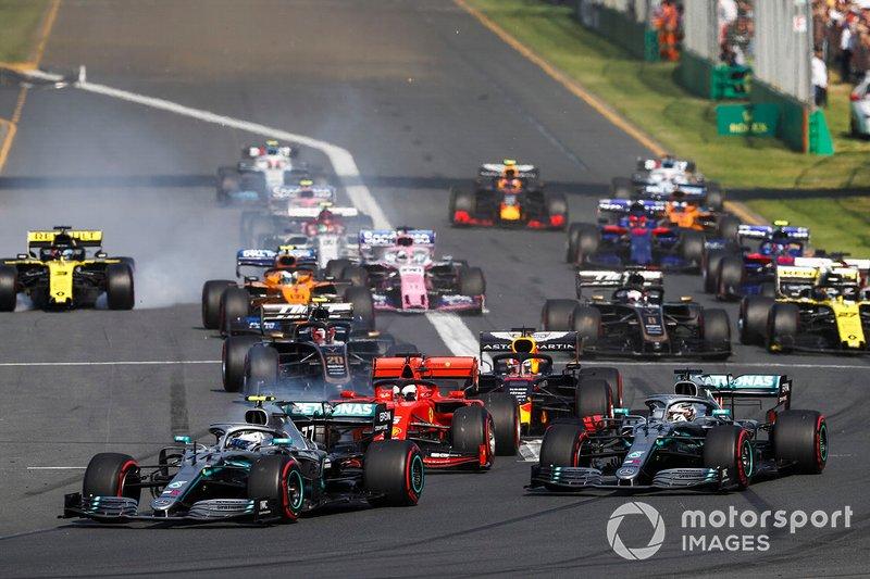 Valtteri Bottas, Mercedes AMG W10, leads Lewis Hamilton, Mercedes AMG F1 W10, Sebastian Vettel, Ferrari SF90, Charles Leclerc, Ferrari SF90, Max Verstappen, Red Bull Racing RB15, and the rest of the field in to the first corner
