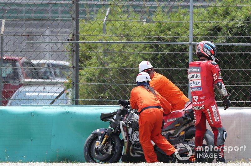 Danilo Petrucci, Ducati Team, después de la caída