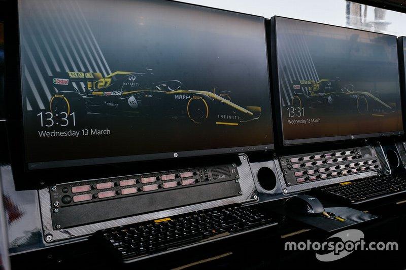 Renault F1 Team pit gantry detail