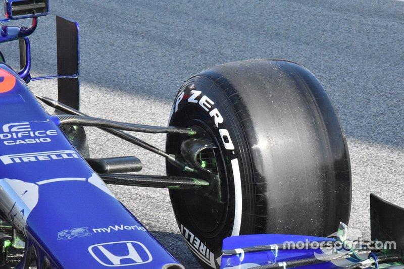Scuderia Toro Rosso STR14, részlet