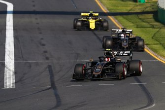 Kevin Magnussen, Haas F1 Team VF-19, Romain Grosjean, Haas F1 Team VF-19 y Nico Hulkenberg, Renault F1 Team R.S. 19