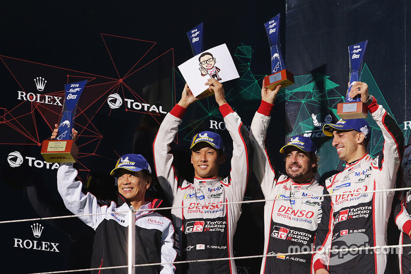 Podio LMP1: vincitori Mike Conway, Kamui Kobayashi, Jose Maria Lopez, Toyota Gazoo Racing con Shigeki Tomoyama, President Gazoo Racing Company