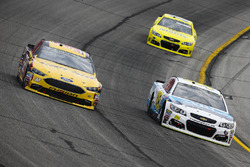 Matt DiBenedetto, Go Fas Racing, Ford; Michael McDowell, Leavine Family Racing, Chevrolet