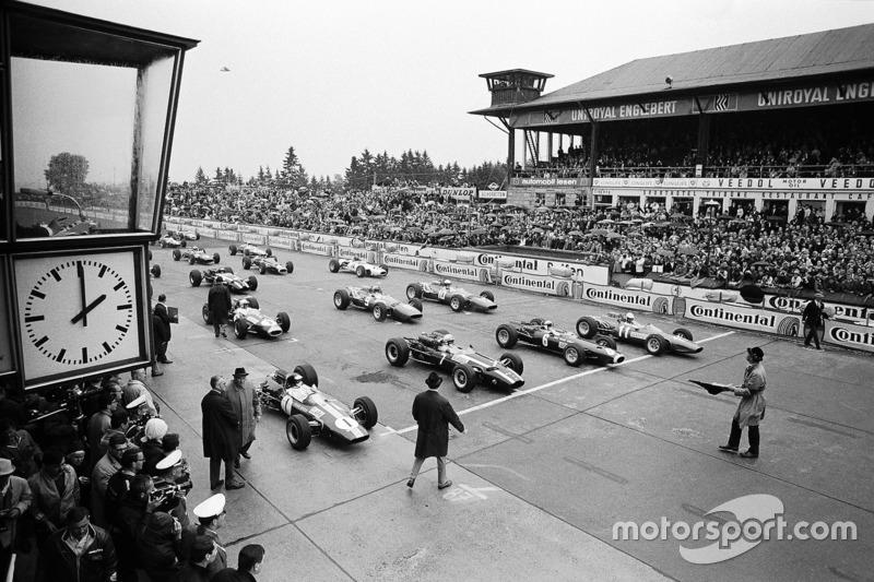 Jim Clark, Lotus, John Surtees, Cooper, Jackie Stewart, BRM, e Ludovico Scarfiotti, Ferrari, 1966