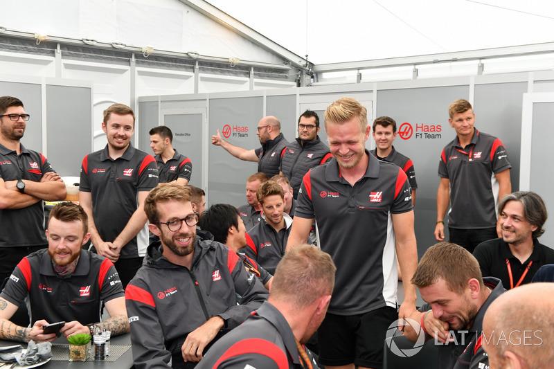 Kevin Magnussen, Haas F1 Team celebrates his Birthday, the team