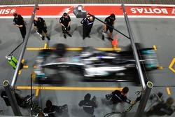 Valtteri Bottas, Mercedes AMG F1 W08  pit stop