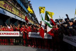 Ferrari-Team im Parc Ferme