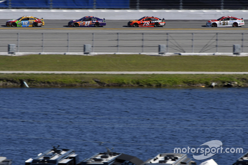 Ricky Stenhouse Jr., Roush Fenway Racing, Ford; Denny Hamlin, Joe Gibbs Racing, Toyota; Martin Truex