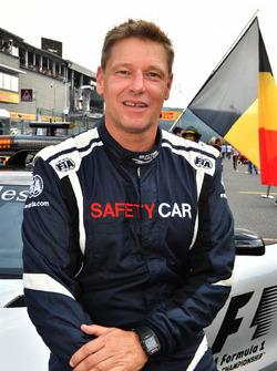 Temporada 2017 F1-belgian-gp-2017-bernd-maylander-fia-safety-car-driver