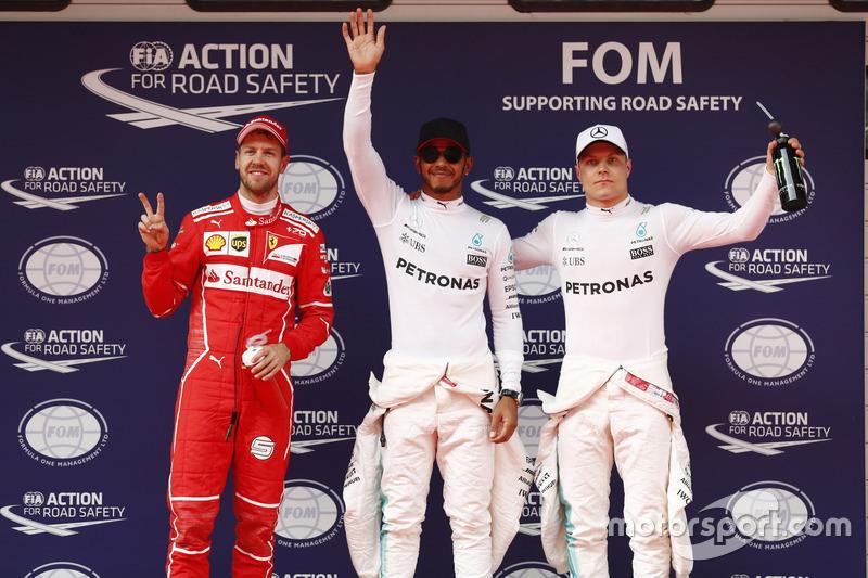 Los tres primeros clasificados Lewis Hamilton, Mercedes AMG, Sebastian Vettel, Ferrari, y Valtteri B