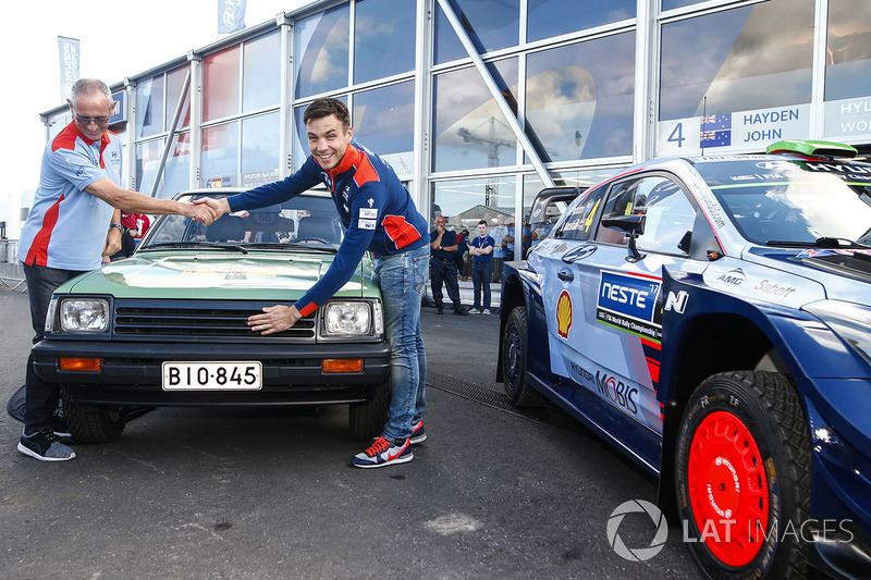 John Kennard homenajeado por Hyundai y Hayden Paddon