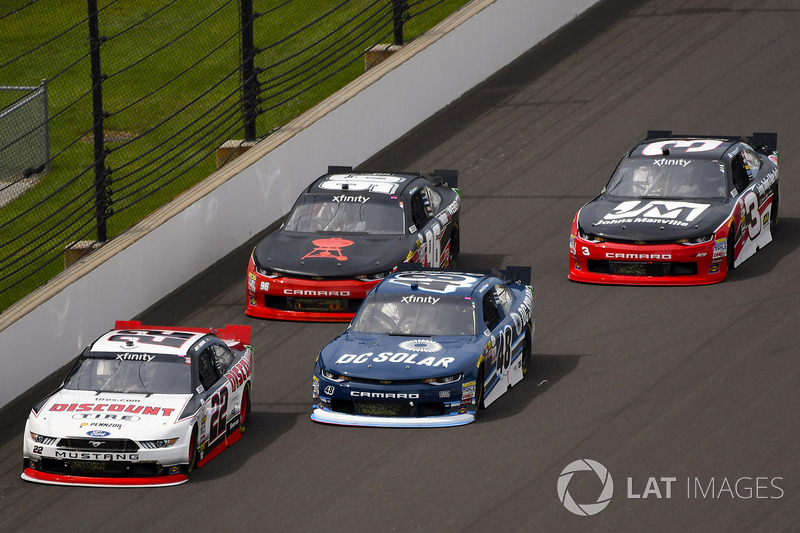 Joey Logano, Team Penske Ford y Brennan Poole, Chip Ganassi Racing Chevrolet