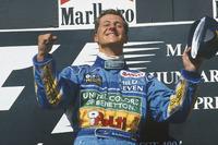 Podio: il vincitore della gara Michael Schumacher, Benetton B194 Ford