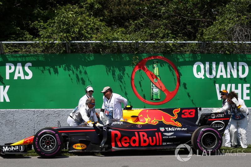 Bergung des Autos von Max Verstappen, Red Bull Racing RB13