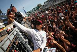 Le vainqueur Lewis Hamilton, Mercedes AMG F1