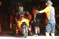 MotoGP 2017 Motogp-catalan-gp-2017-pol-espargaro-red-bull-ktm-factory-racing