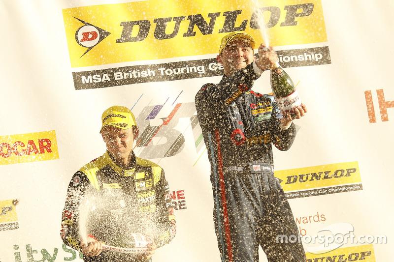 3. Tom Chilton, Power Maxed Racing, Vauxhall Astra; 2. Colin Turkington, Team BMW, BMW 125i M Sport